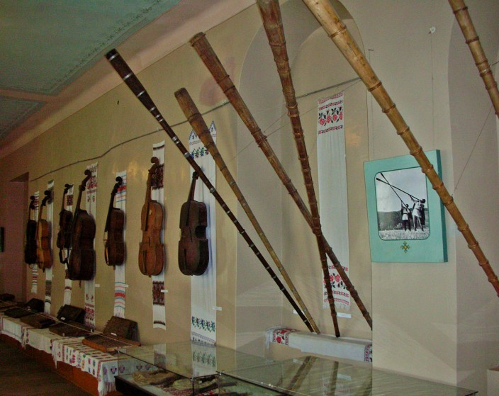 Alpenhorns and fiddles inside the castle museum