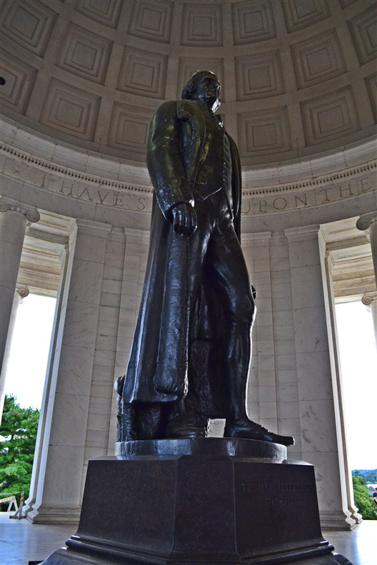 Bronze statue of Thomas Jefferson inside the memorial