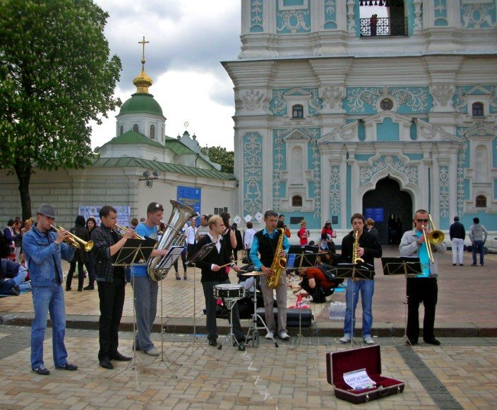 Buskers in the square outside St. Sophia