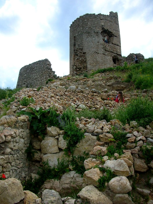 Climbing through the ruins of Chembalo fortress in Balaklava