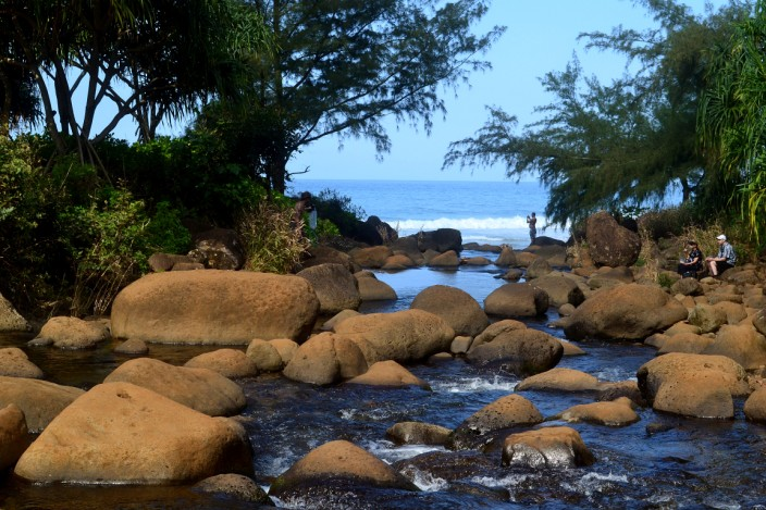 Crossing the stream to Hanakapai Beach