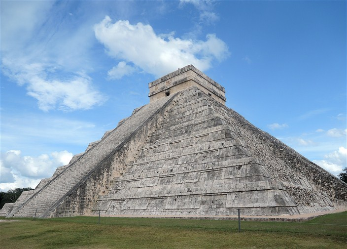 El Castillo showing another side
