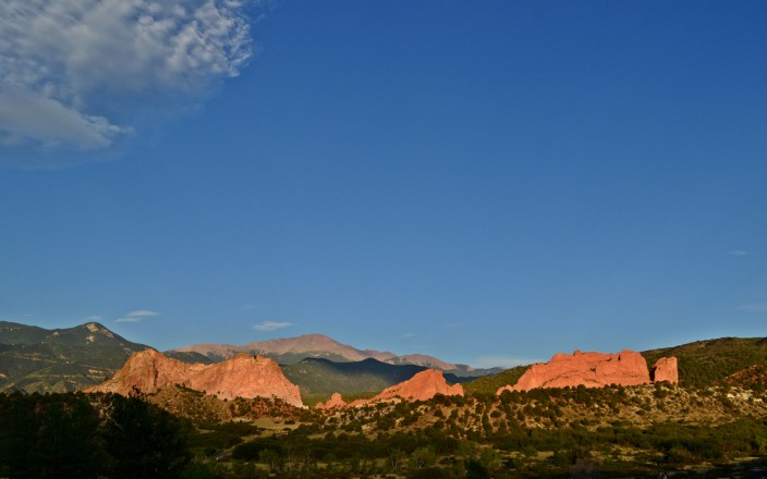 Entrance to Garden of the Gods at dawn