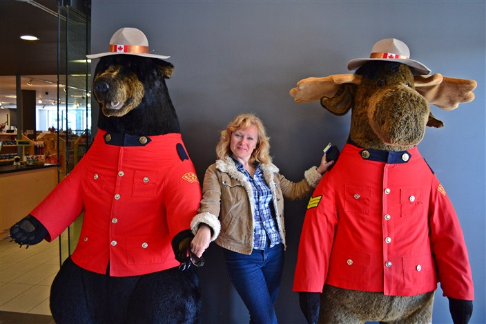 Making new friends at the Columbia Icefield Interpretive Center