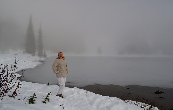 Snow hiking in the fog