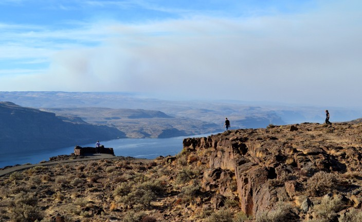 Vantage and the Columbia River, with wall of forest fire smoke to the north